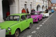 trabant-prague-tour-convoy-at-prague-castle-01