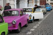 trabant-prague-tour-convoy-at-prague-castle-02